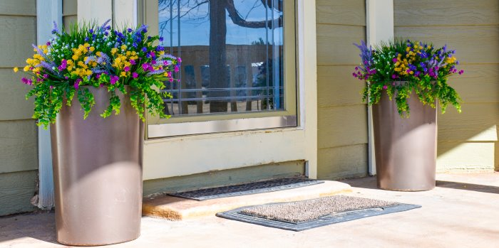 How To Make A Beautiful Outdoor Floral Arrangement