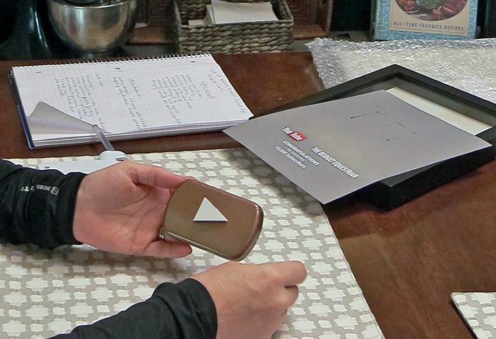 DIY A YouTube Play Button