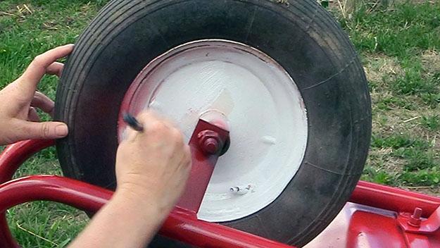 painting a wheel rim