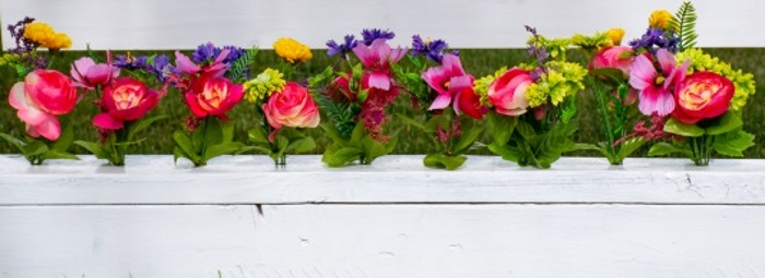 flowers in a horse jump